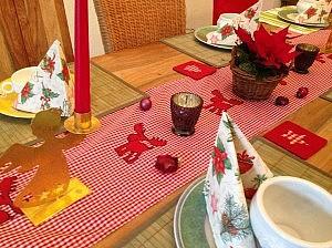 weihnachtstisch 300x224 Schöne Adventszeit und Weihnachten