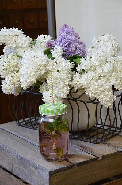 flieder in der vase 398x600 2 Liebliengs Becher