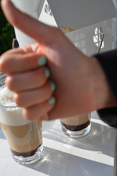 daumen hoch 398x600 2 mal Latte Macchiato bitte